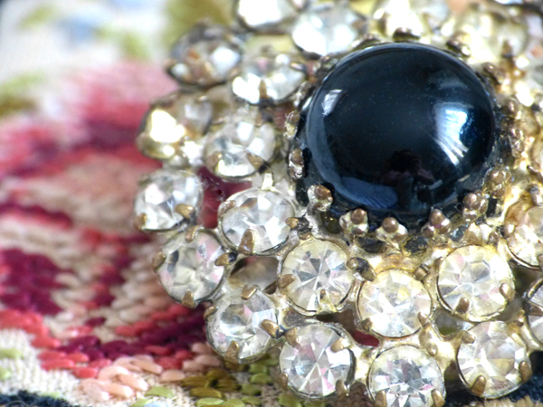 Alter Schmuck in Szene gesetzt – Vintage Jewelry in InterestingSettings