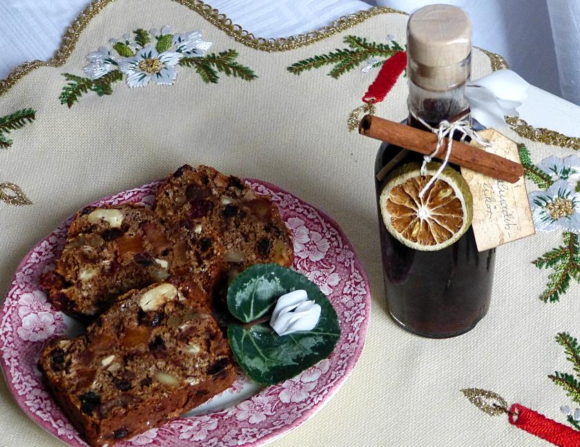 Beschwipster Früchtekuchen und Weihnachtslikör – Dried Fruits Cake With Alcohol and ChristmasLiqueur
