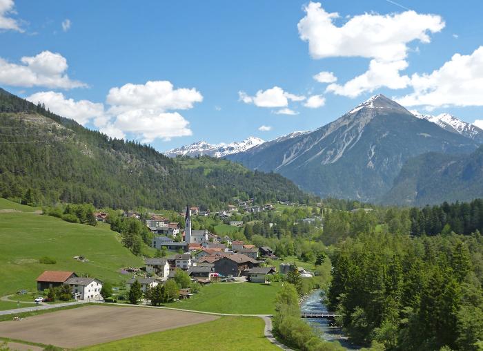 Mit der Rhätischen Bahn von Chur nach St.Moritz – A Trip on the Rhaetian Railway from Chur toSt.Moritz