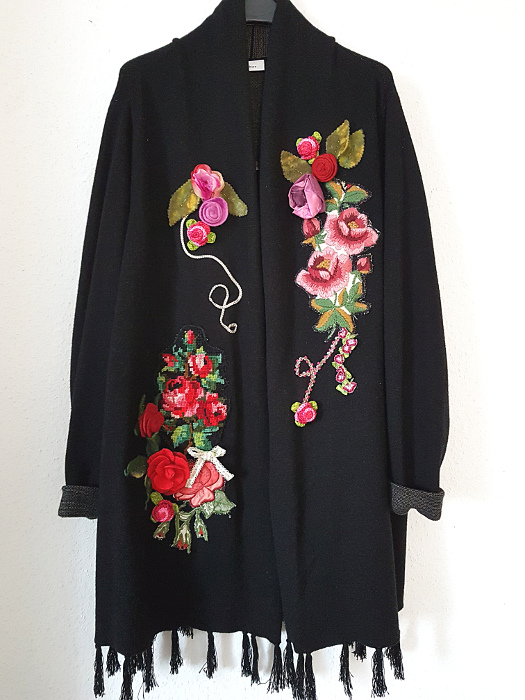 Rosentraum: eine verzierte Strickjacke – Dream Of Roses: An Embellished Cardigan