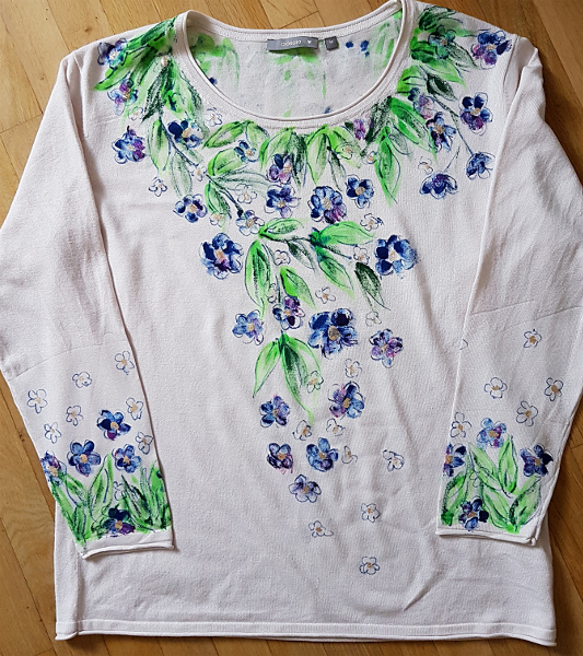Pulli mit gemalten Blüten – Sweater With Painted Flowers