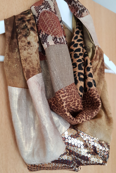 Upcycling: ein Loopschal im Leo-Look – Upcycling: a Loop Scarf with Animal Prints