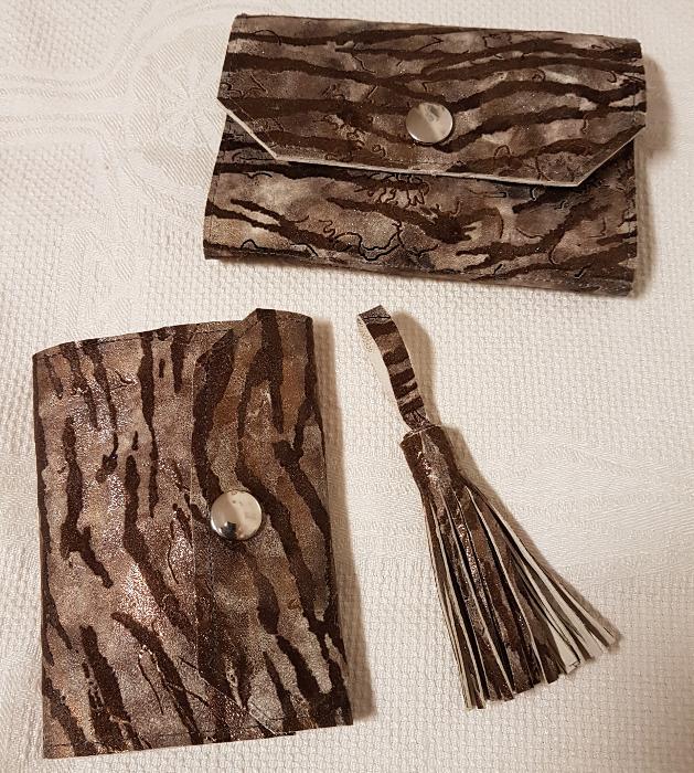 Elegantes Lederset für die Handtasche – Elegant Leather Ensemble For theHandbag